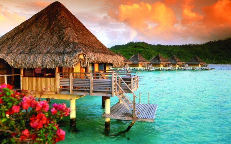 bora-bora-resorts-with-overwater-bungalows-wallpaper-1
